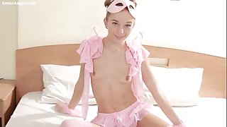 Sunna in pink teases